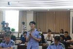 图5:省局食品安全监管二处负责人杨雪燕回答记者提问.JPG - 食品药品监督管理局