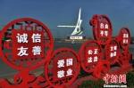 公益广告遍布街头 陈儒 摄 - 中国新闻社河北分社