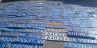 资料图:警方销毁假套牌。(图文无关)张云飞 摄 图片来源:视觉中国 - 中国新闻社河北分社