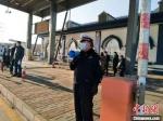 """图为坚守在战""""疫""""一线的河北交警。 警方供图 - 中国新闻社河北分社"""