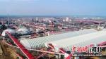 """有着中国钢铁""""海上梦工厂""""之称的河钢集团乐亭新厂区坐落在乐亭县境内。图为绿色厂区一角。 刘江涛 摄 - 中国新闻社河北分社"""